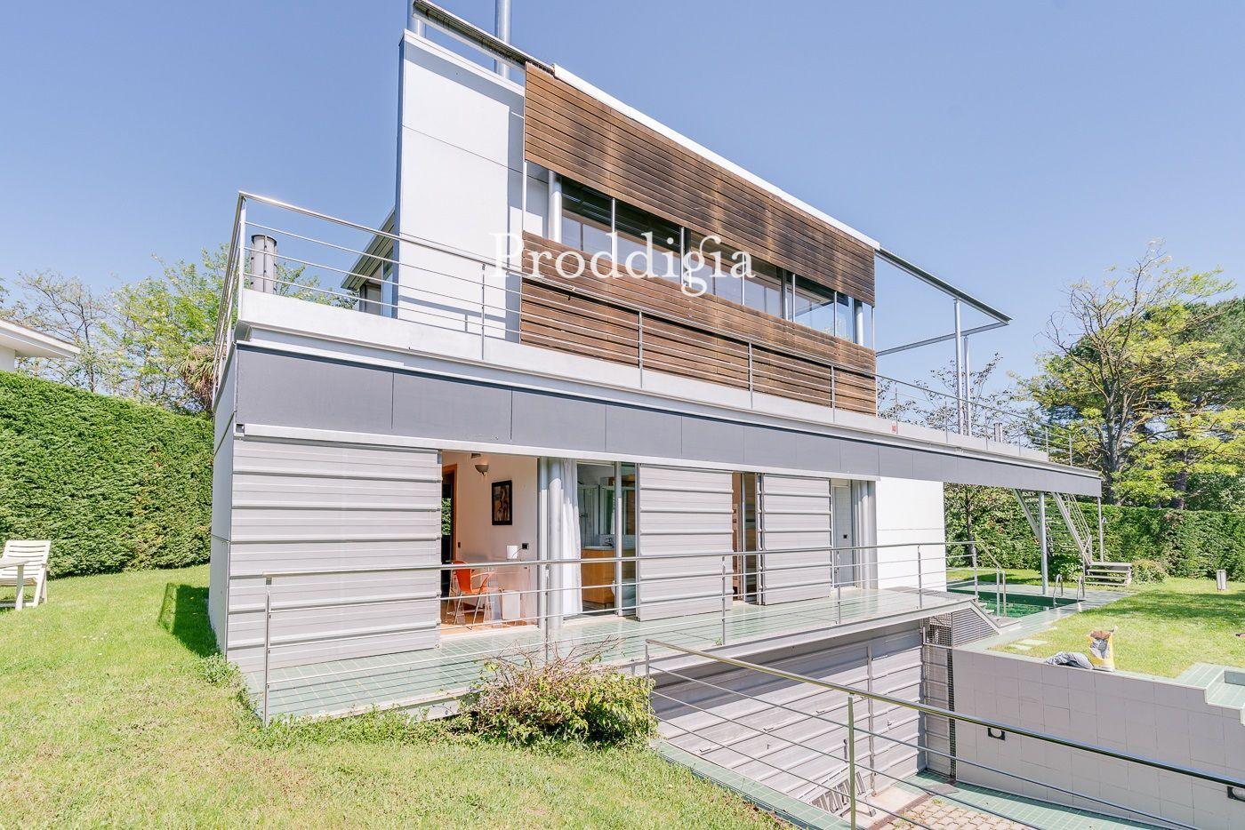 VIRTUAL VISIT. Design single-family house with garden and pool next to the Parc Natural de Collserola