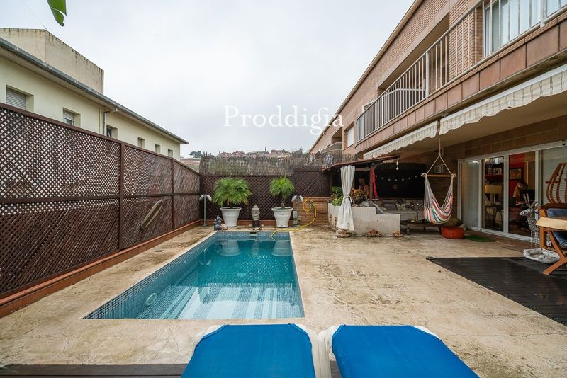 VISITA VIRTUAL. Casa Adosada a tres vientos con piscina