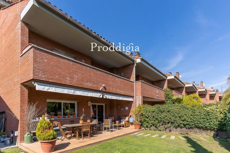 VISITA VIRTUAL. Espectacular casa de 5 habitaciones a 6 minutos de estación de Sant Cugat