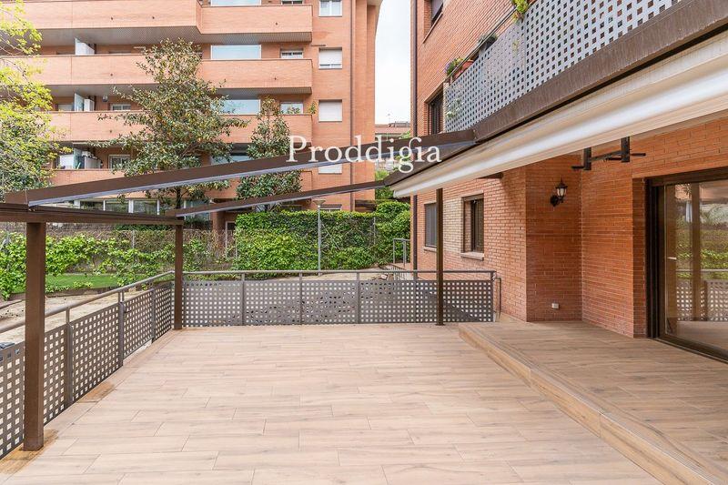 Bonita planta baja con una gran terraza en zona Torreblanca de Sant Cugat