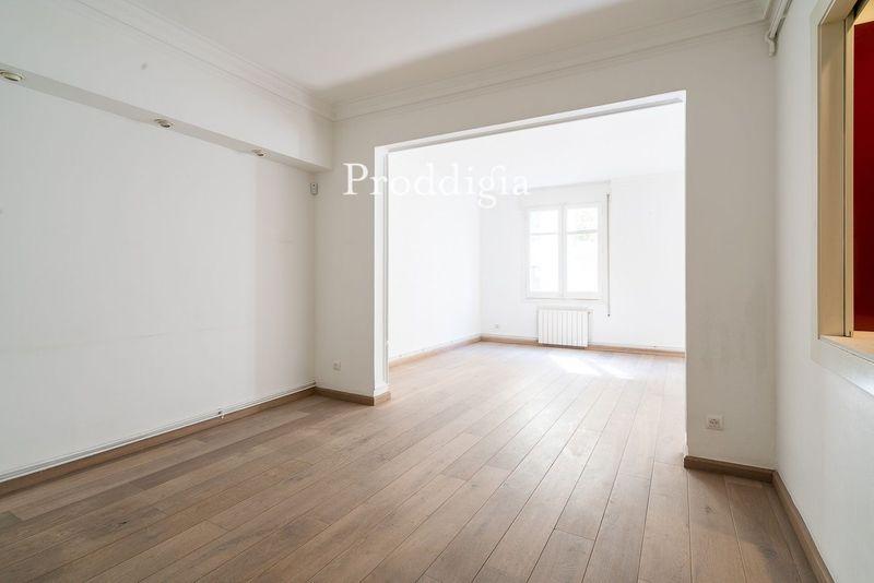 VISITA VIRTUAL. Magnífico piso delante del Mercat Galvany