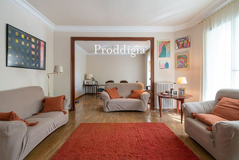 VIRTUAL VISIT. 160 m² apartment in front of Mercat Galvany