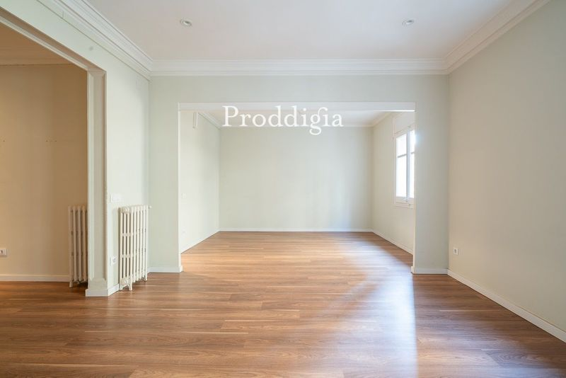 Precioso piso al lado del Mercat Galvany