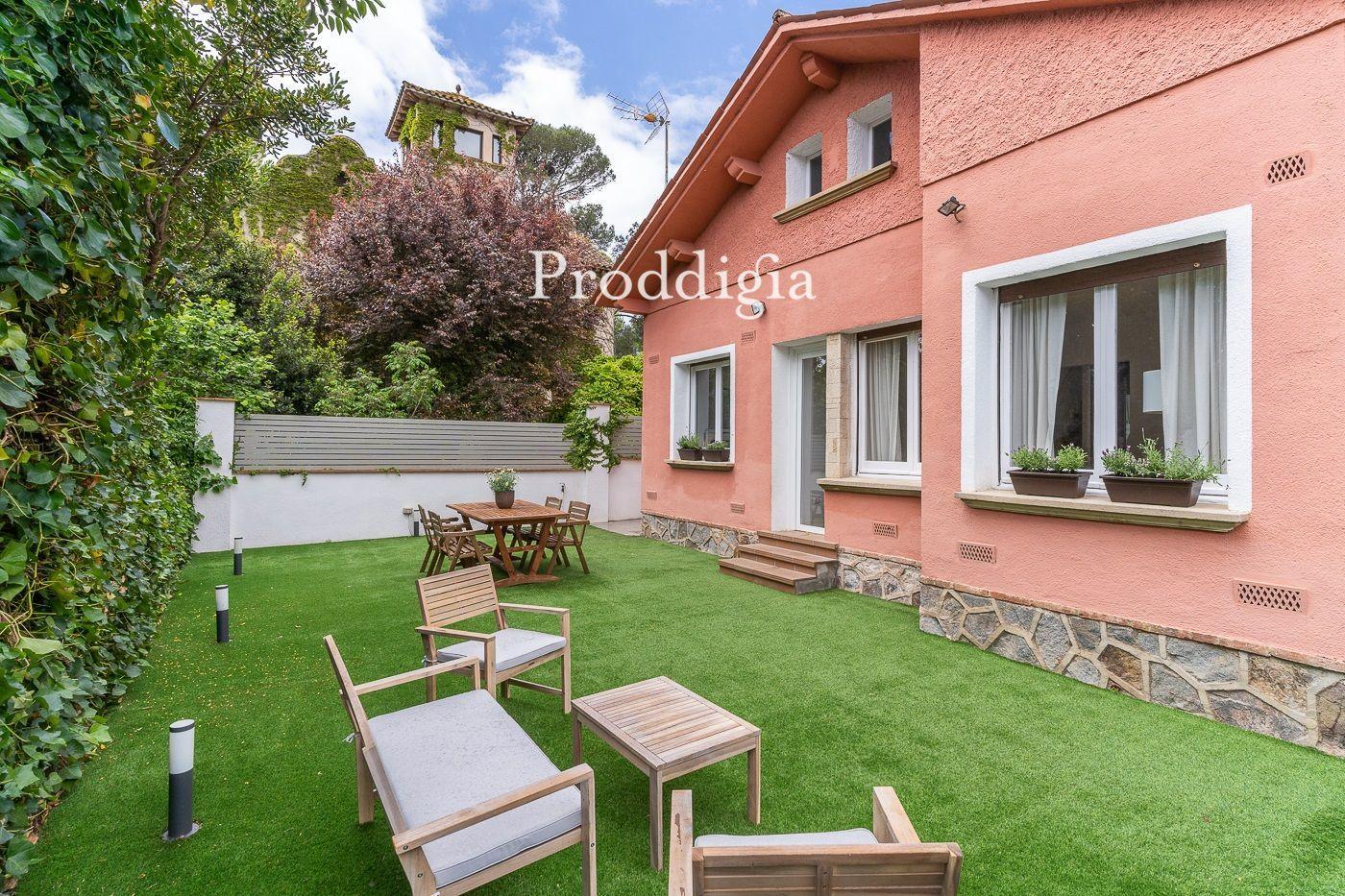 VISITA VIRTUAL DISPONIBLE Preciosa casa unifamiliar con jardín a 50m de la estación