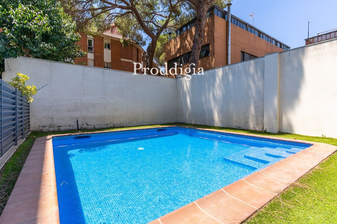 Apartment with 2 bedrooms and communal pool in Eixample