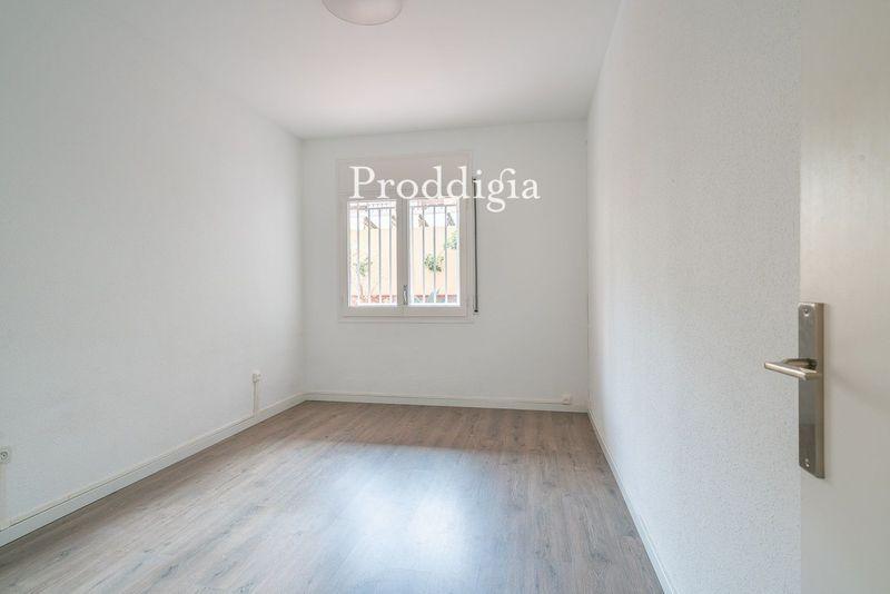 Amplio piso con terraza en calle Provenza