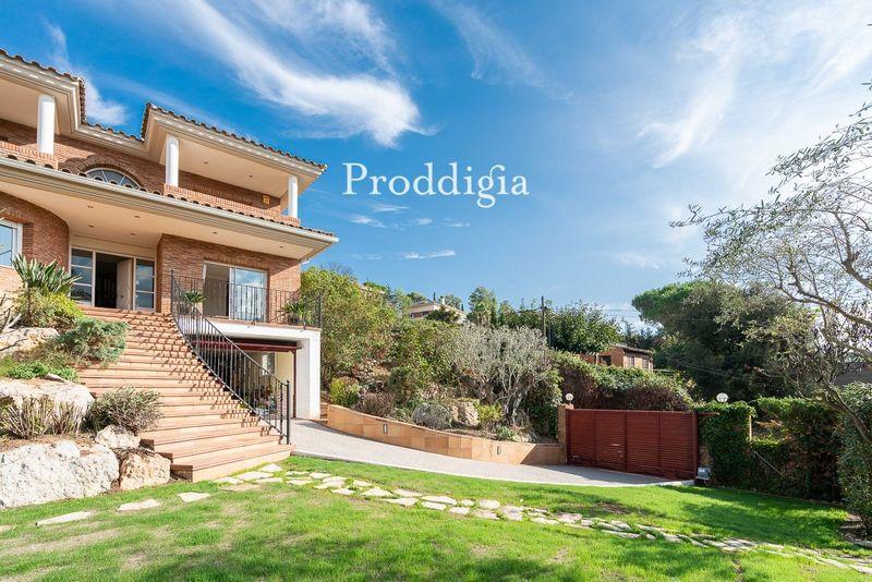 Espectacular casa independiente en Valldoreix con 6 habitaciones
