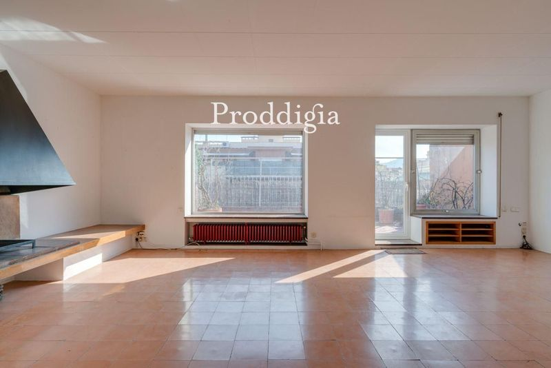 Ático a reformar, con terraza de 85 m² y parking