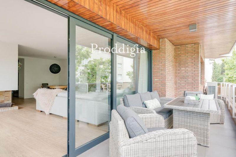 Piso de lujo de 200 m2 con reforma de diseño, terraza y con 3 plazas parking en Tres Torres