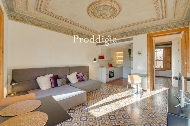 Espectacular piso modernista en alquiler