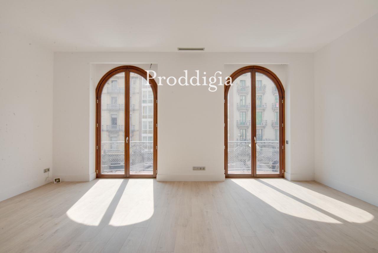 VISITA VIRTUAL. Estupendo piso reformado junto a Plaça de Catalunya