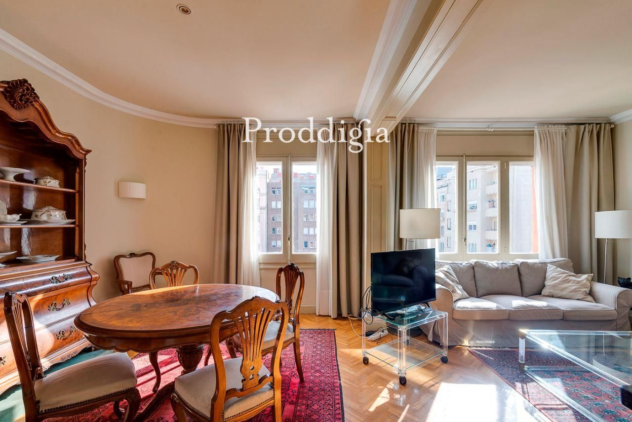 Elegante piso alto de 4 dormitorios en Galvany