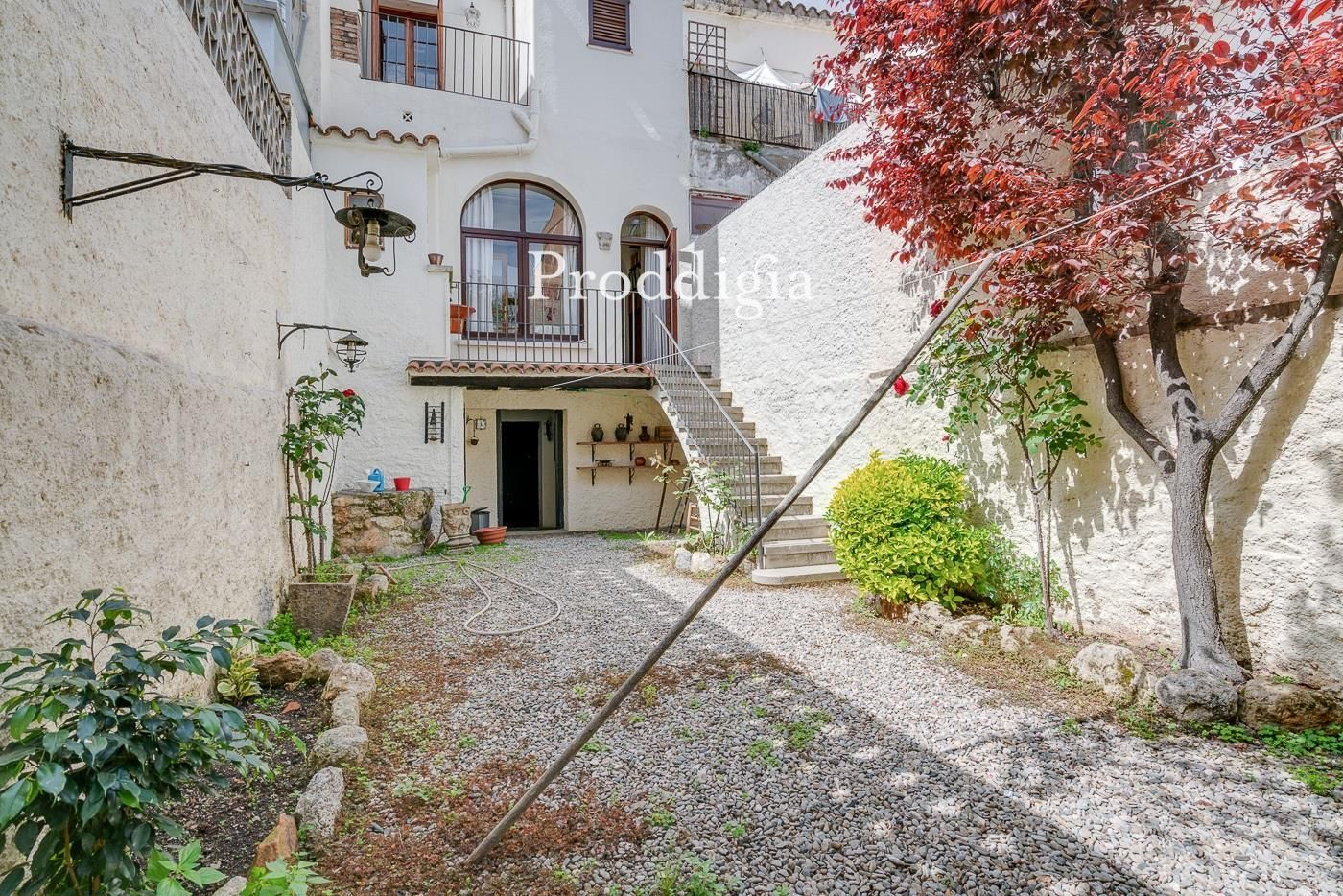 VISITA VIRTUAL. Oportunidad casa con jardín en el centro de Sant Cugat
