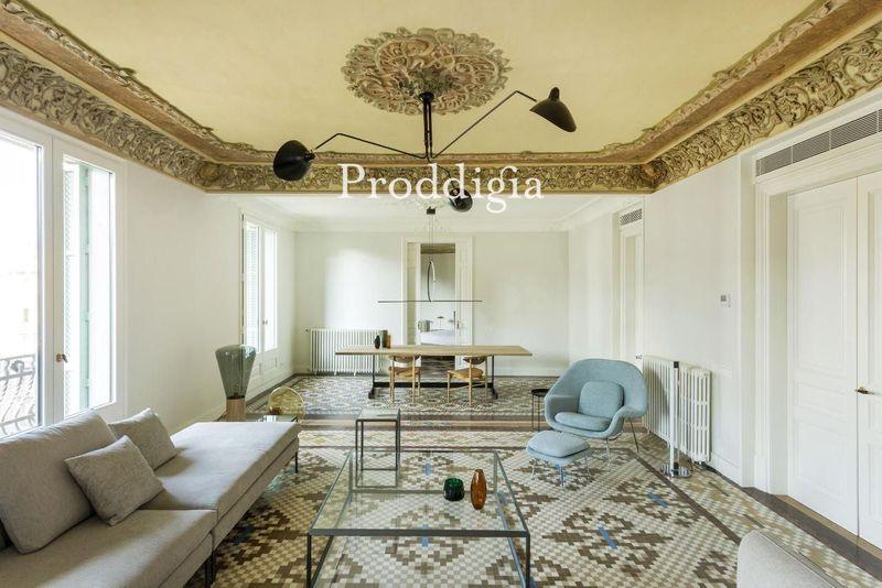 Exclusive modernist penthouse in Casa Burés