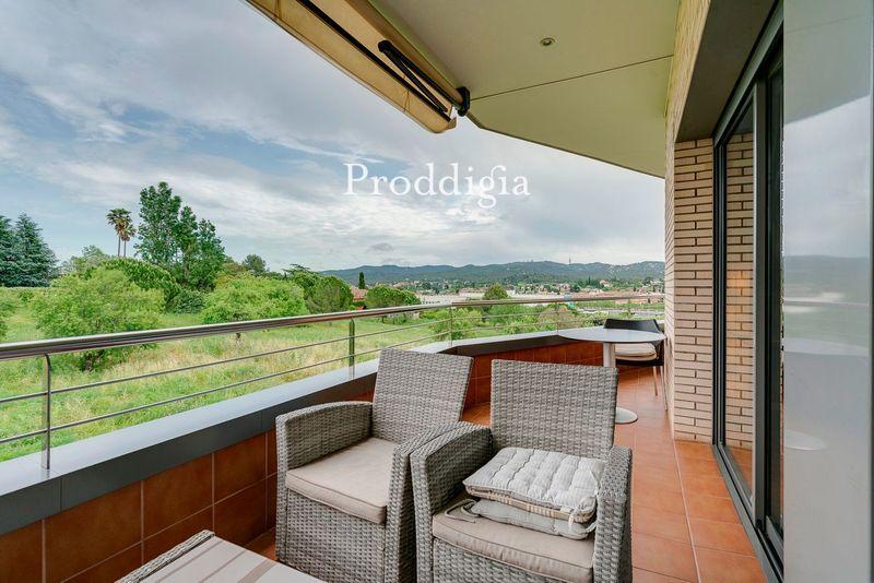 VISITA VIRTUAL. Espectacular ático en Colomer con 2 terrazas y bonitas vistas