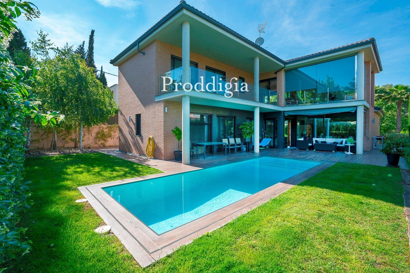 VISITA VIRTUAL. Impresionante chalet independiente con piscina en Valldoreix