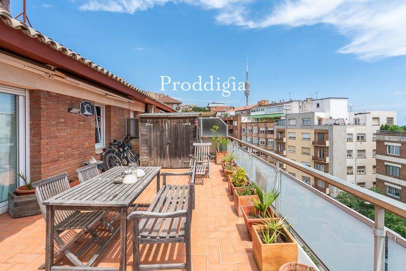 VISITA  VIRTUAL. Precioso ático con terraza en Plaça de Vallvidrera