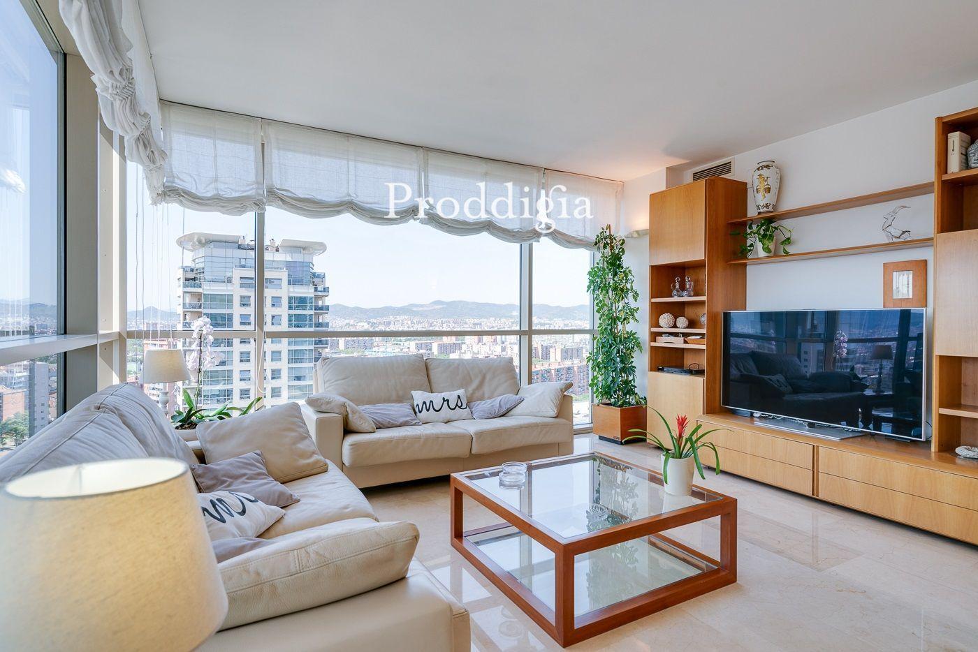 VISITA VIRTUAL. Increíble piso con vistas a TODA Barcelona en Diagonal Mar