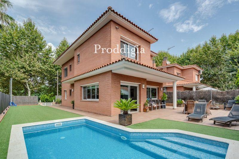 VISITA VIRTUAL. Casa unifamiliar con piscina cerca de estación en Mas Janer