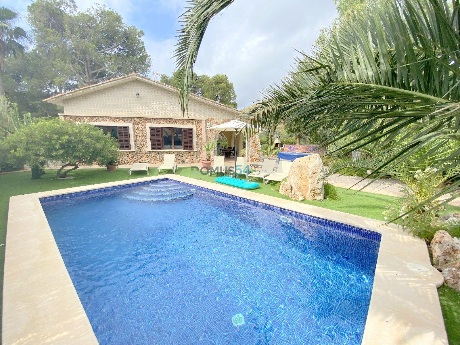 Chalet unifamiliar con piscina