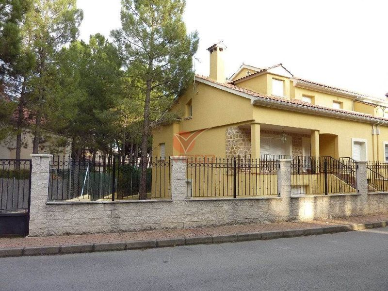 Adosado en venta  en Cuenca . Ref: 63420. Inmobiliaria Vieco