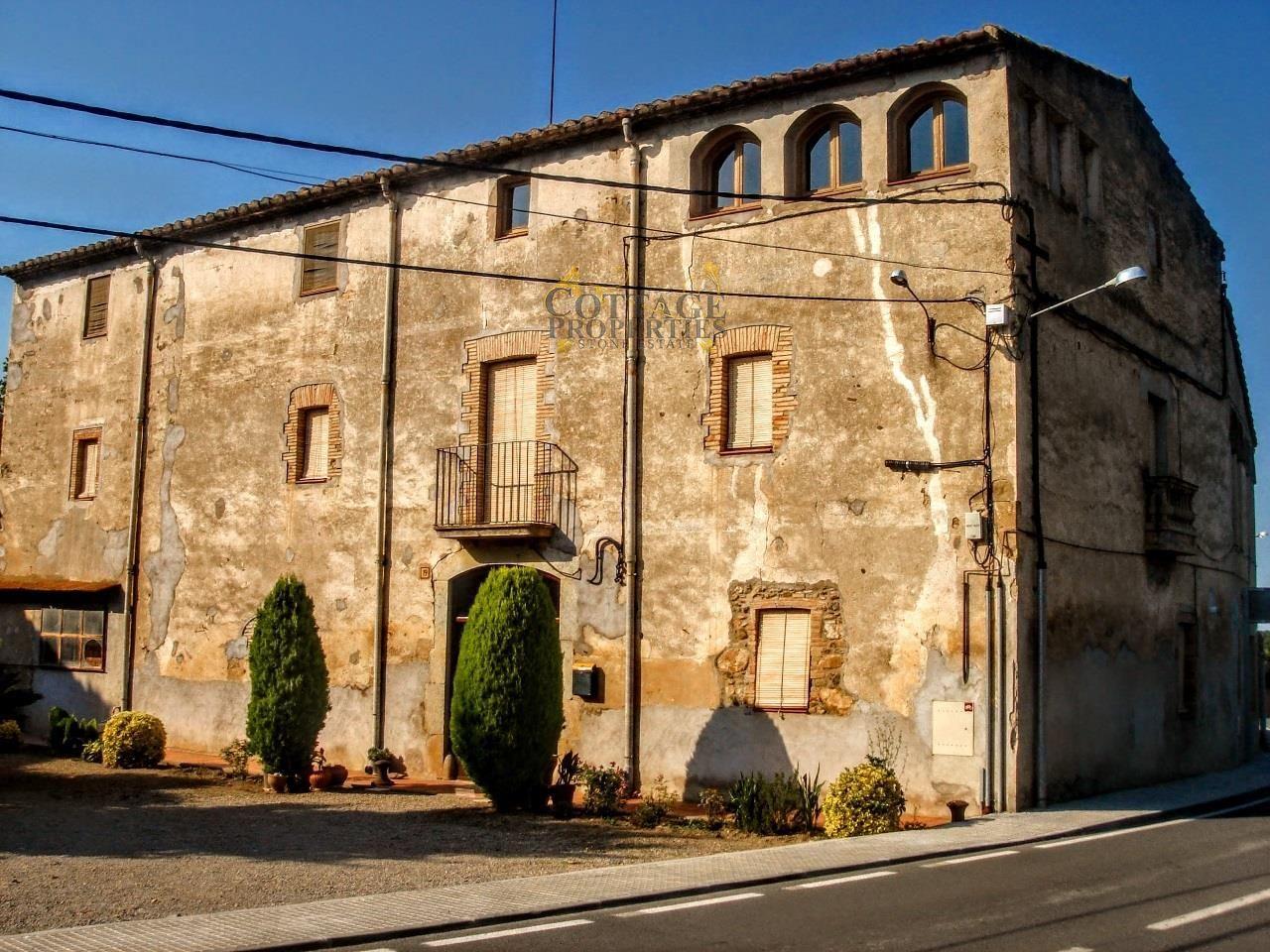 1043: Casas de pueblo in Monells
