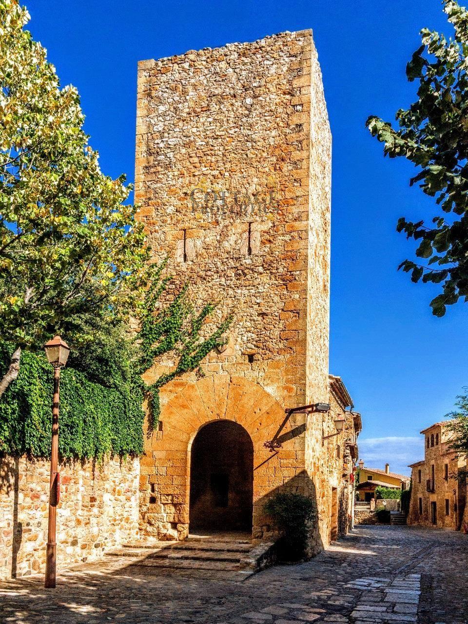 1144: Casas de pueblo in Forallac