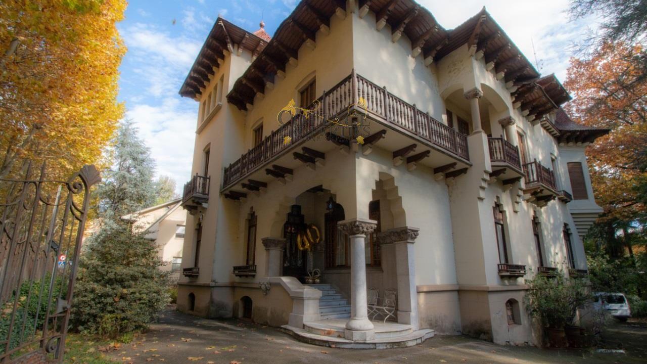 1204: Villa in Olot