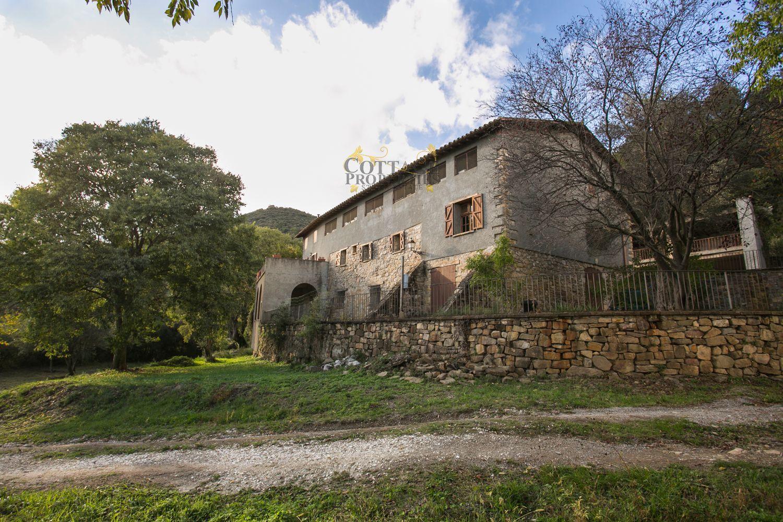 1215: Villa in Montagut