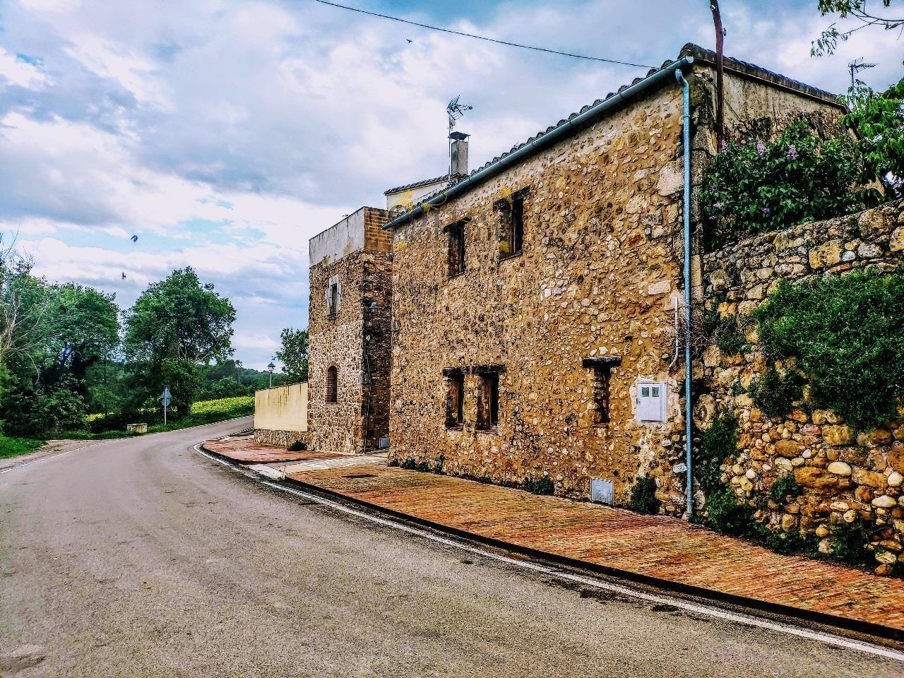 1265: Casas de pueblo in Vilademuls