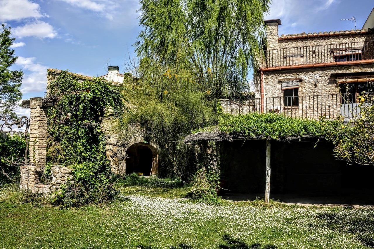 1269: Casas de pueblo in Torroella De Fluvia