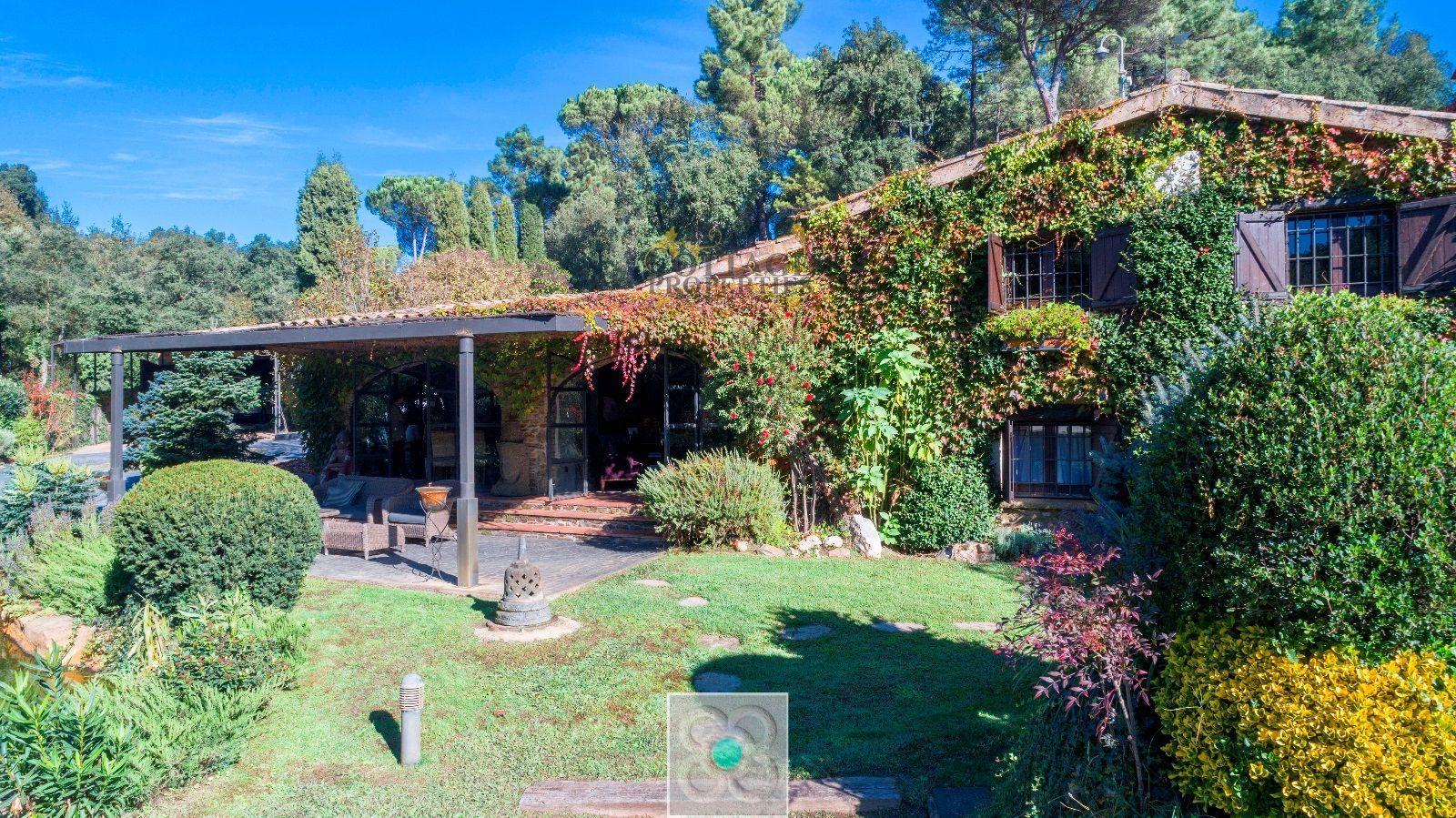 1521: Villa in Llambilles
