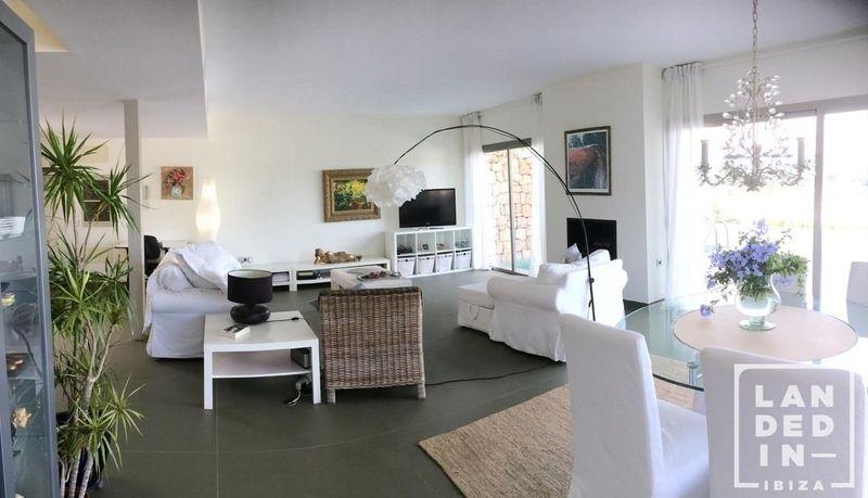 Adosado en venta  en Santa Eularia des Riu, Baleares . Ref: 1574. LANDED IN IBIZA REAL ESTATE