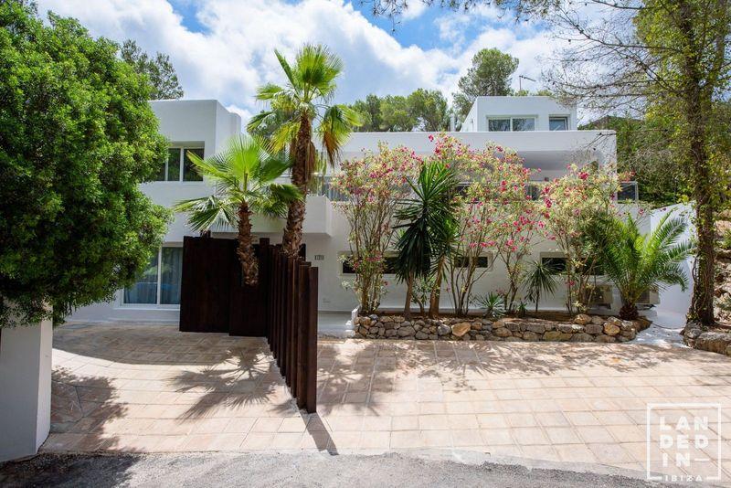 Casa en venta  en Santa Eularia des Riu, Baleares . Ref: 1676. LANDED IN IBIZA REAL ESTATE