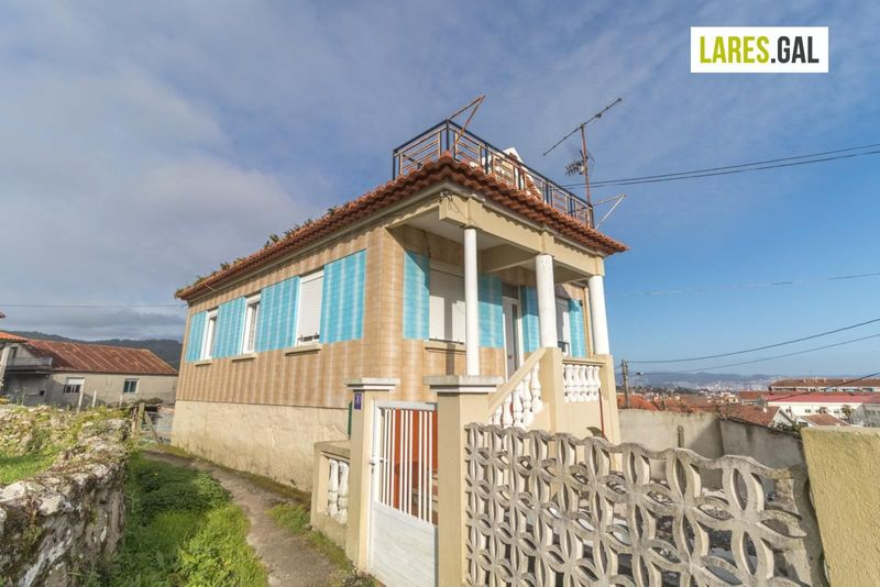 House for sale  in Cangas Do Morrazo, Pontevedra . Ref: 3106. Lares Inmobiliaria
