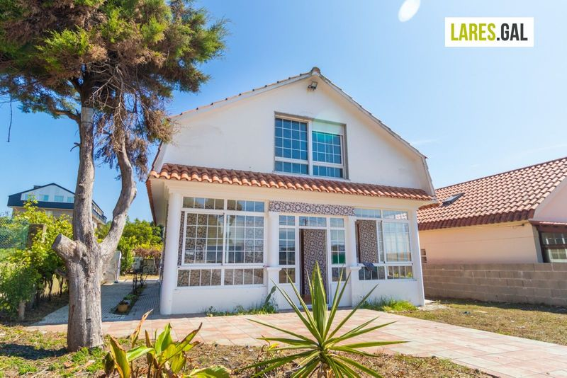 Casa en venda  en Cangas Do Morrazo, Pontevedra . Ref: 3815. Lares Inmobiliaria