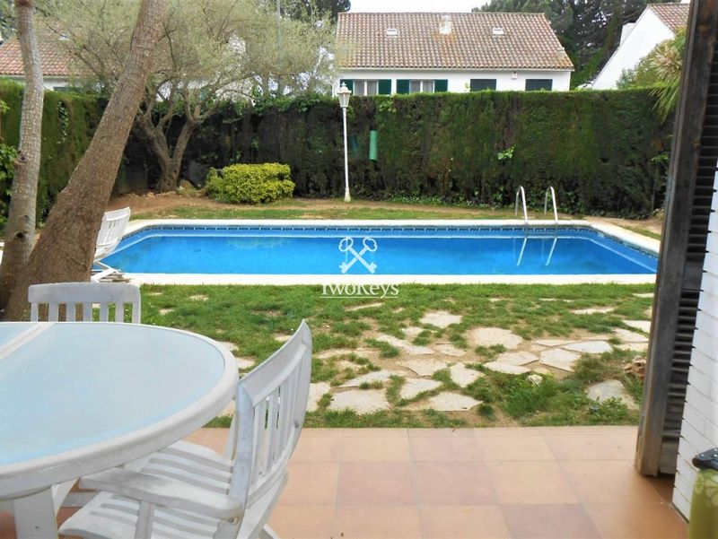 Detached villa for sale  in Cabrils, Barcelona . Ref: 1164. TwoKeys