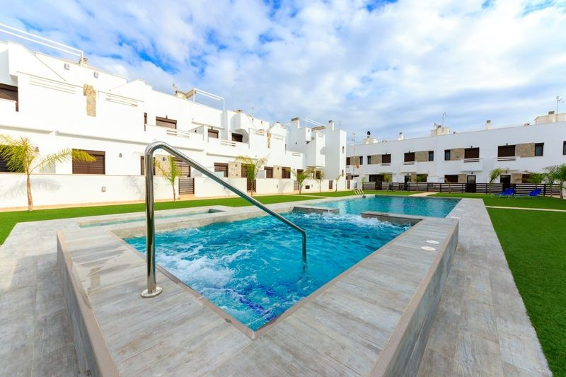 Adosado en venta  en Torrevieja, Alicante . Ref: 4716. Mayrasa Properties Costa Blanca