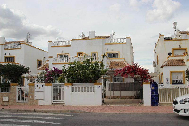 Adosado en venta  en Torrevieja, Alicante . Ref: 5561. Mayrasa Properties Costa Blanca