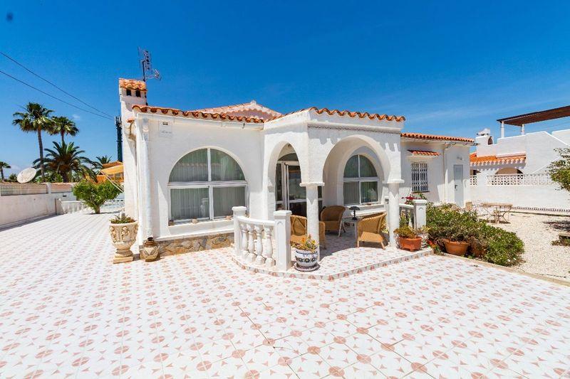 Fristående villa till salu  in Torrevieja, Alicante . Ref: 5660. Mayrasa Properties Costa Blanca