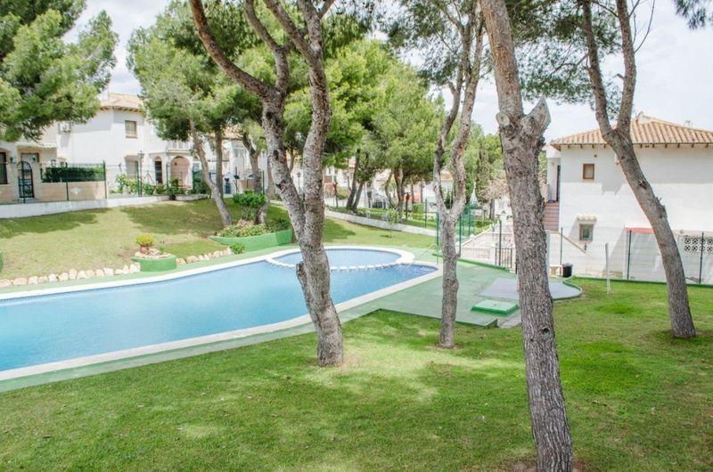 Bungalow Planta Baja en venta  en Torrevieja, Alicante . Ref: 5776. Mayrasa Properties Costa Blanca