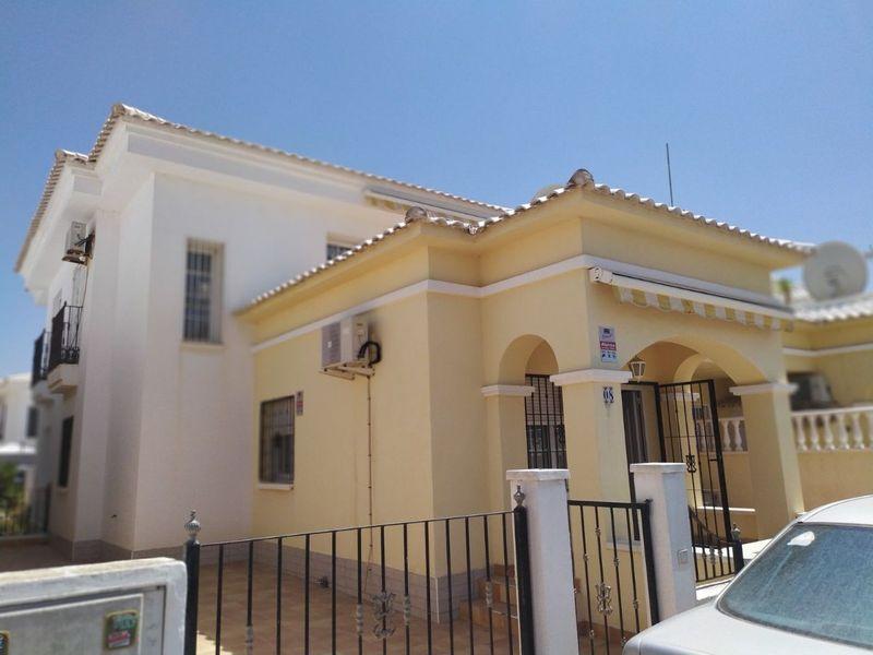 Chalet Independiente en venta  en Torrevieja, Alicante . Ref: 5817. Mayrasa Properties Costa Blanca
