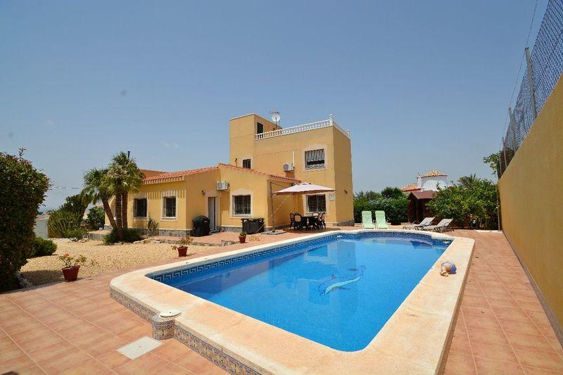 Chalet Independiente en venta  en Torrevieja, Alicante . Ref: 5823. Mayrasa Properties Costa Blanca