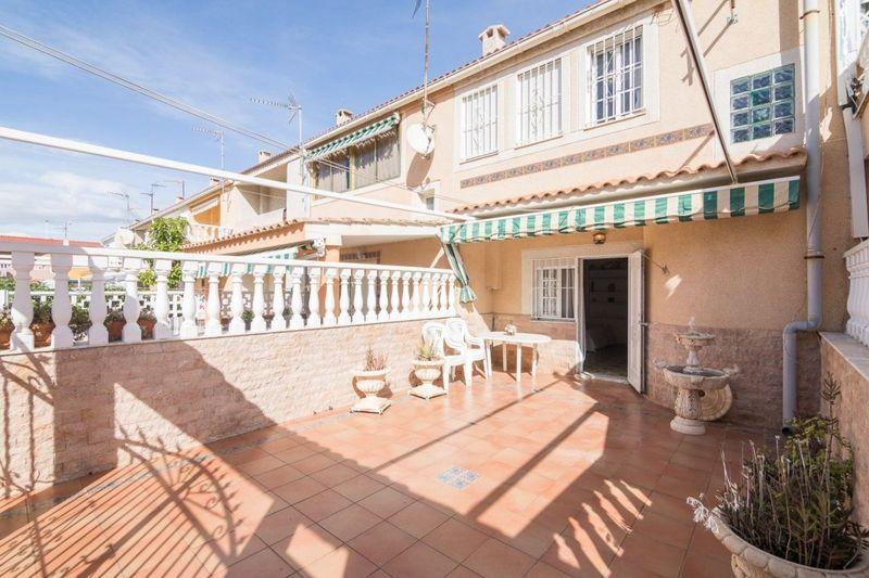 Adosado en venta  en Torrevieja, Alicante . Ref: 5928. Mayrasa Properties Costa Blanca