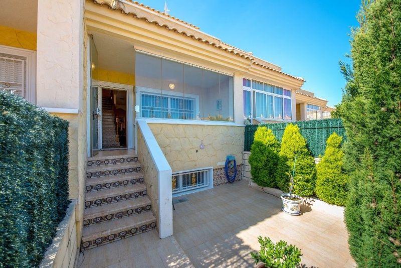 Adosado en venta  en Torrevieja, Alicante . Ref: 5983. Mayrasa Properties Costa Blanca