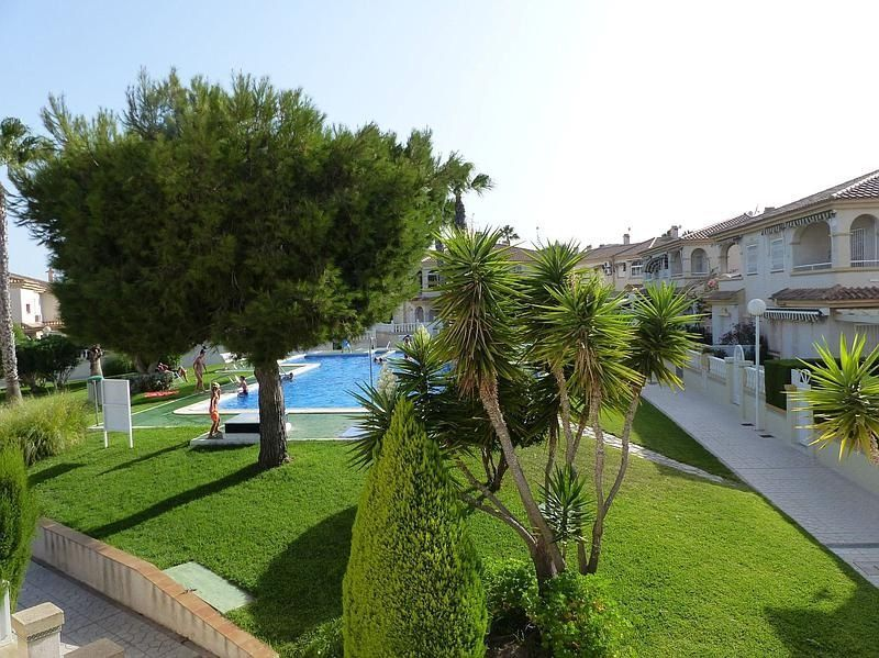 Bungalow Planta Alta en venta  en Torrevieja, Alicante . Ref: 6029. Mayrasa Properties Costa Blanca