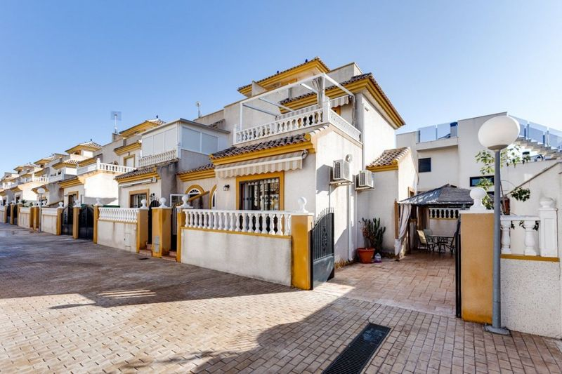 Chalet Pareado en venta  en Torrevieja, Alicante . Ref: 6035. Mayrasa Properties Costa Blanca