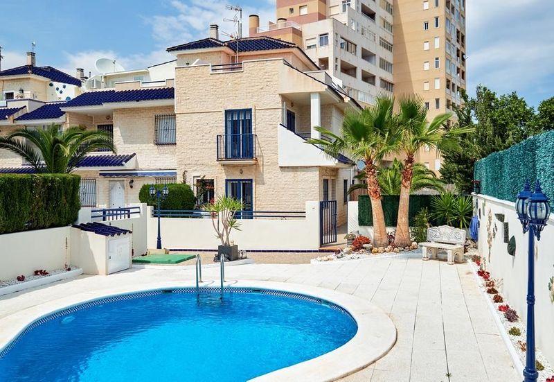Chalet Pareado en venta  en Torrevieja, Alicante . Ref: 6044. Mayrasa Properties Costa Blanca