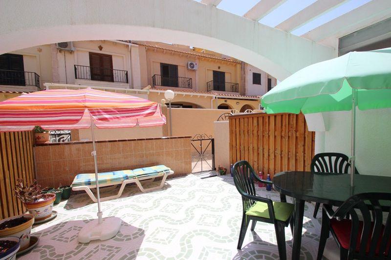Radhus till salu  in Torrevieja, Alicante . Ref: 6048. Mayrasa Properties Costa Blanca