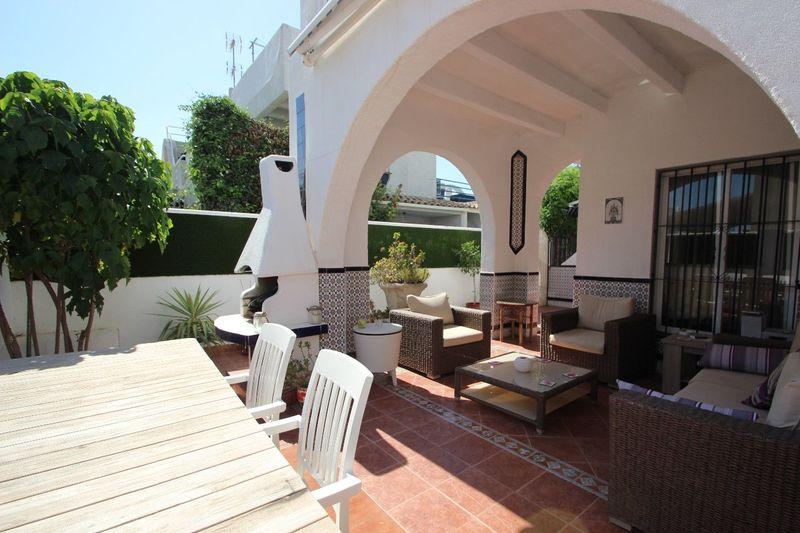 Chalet Pareado en venta  en Torrevieja, Alicante . Ref: 6052. Mayrasa Properties Costa Blanca